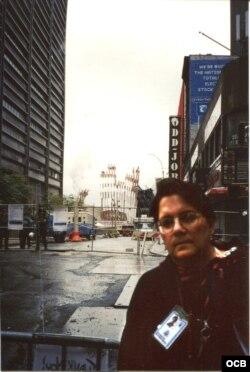 Carmen María Rodríguez trasmitiendo para Radio Martí tras el ataque del 11 de Septiembre del 2001.