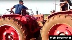 Apuestas con tractores en Cuba. (Cubanet)