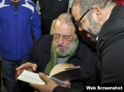 Fidel Castro y su amigo Kcho.
