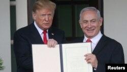 El Presidente de Estados Unidos, Donald Trump, y el Primer Ministro de Israel, Benjamín Netanyahu, firman decreto que reconoce la soberanía israelí en los Altos del Golán