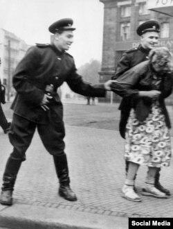 Soldados soviéticos en Alemania, 1945
