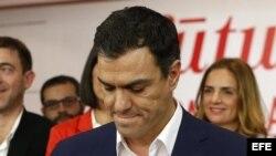 Pedro Sánchez, líder del PSOE, en la noche electoral; en sus manos está el juego (EFE)