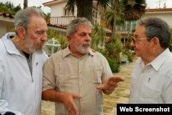 Lula se reúne con Fidel y Raúl Castro, el 24 de febrero de 2010, durante su última visita presidencial a Cuba.
