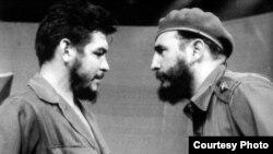 Guevara, en sus días de ministro en Cuba, y Fidel Castro.