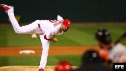 El lanzador de los Cardenales de San Luis, Adam Wainwright.
