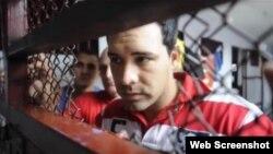 """Miguel Ángel Díaz, migrante cubano detenido en Costa Rica. Captura de video/""""La Nación""""."""