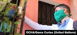 En Venezuela y en todo el mundo, las máscaras faciales seguirán siendo una forma importante de protegerse contra COVID-19, al menos hasta que se desarrolle una vacuna. Foto: OCHA/Gema Cortes.