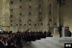 El exalcalde de Nueva York, Rudolph W. Giuliani, pronuncia un discurso durante el acto de apertura del Museo de la Memoria, en el museo Memorial del 11S de la Zona Cero, en Nueva York.