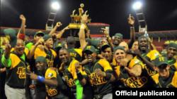 Los Campeones de la serie Nacional celebran su triunfo. El equipo de Pinar del Río fue premiado con 65 mil pesos cubanos.