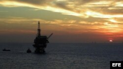 Plataforma marina petrolera. Foto de archivo