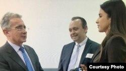 Expresidente Álvaro Uribe se reunió con líderes del exilio cubano.