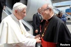 Benedict XVI y el Cardenal Jaime Ortega el 27 de marzo de 2012 en La Habana. REUTERS/Osservatore Romano/Pool