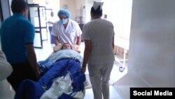 La Dra. cubana Yanelis Fernández es admitida en un hospital con varias fracturas causadas por el terremoto de Ecuador.