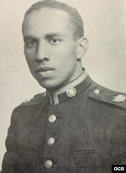 Nacido en Aguacate, Matanzas, Oliva asistió a la Academia Militar Cubana, fue comandante de los cadetes y se graduó en 1954.
