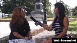 La periodista independiente Iliana Hernández (der.) es la única mujer mencionada en el informe de agosto. Foto Archivo