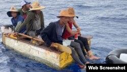 Balseros cubanos rescatados por el servicio de guardacostas de EEUU. (Foto: Coast Guard Service)