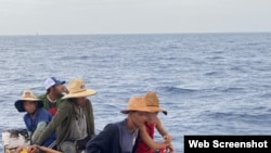 Balseros cubanos rescatados por el Servicio de Guardacostas de EE.UU. (Foto cortesía del Coast Guard Service).
