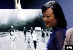 Kim Phuc, la vietnamita que fue fotografiada desnuda mientras huía de un ataque de napalm.