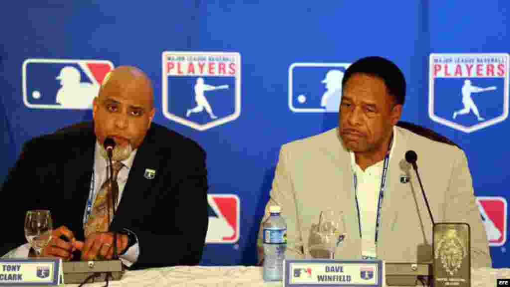 Rueda de prensa de la MLB en Cuba