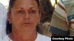 La Dama de Blanco Haydée Gallardo ha sido acusada de desacato por reclamar leche para los niños.