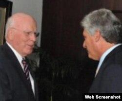 Patrick Leahy de visita en Cuba junto a Miguel Díaz-Canel (Foto: Archivo).