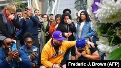 Un memorial en homenaje a Kobe Bryant, en Los Angeles. (Frederic J. Brown/AFP)