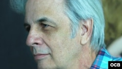 El escritor y poeta cubano Orlando González Esteva