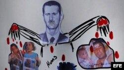Un cartel anti presidente sirio Bachar al Asad frente a la embajada siria en Londres, Inglaterra, como protesta por la matanza de civiles el pasado viernes en la ciudad siria de Hula.