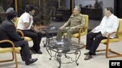 Raúl Castro se reúne en La Habana con su homólogo de Bolivia, Evo Morales, quien realizó una visita sorpresa a la isla.