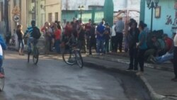 Sin medicinas cubanos acuden al mercado negro