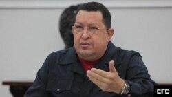Hugo Chávez tiene dos adversarios de cara a los comicios, el candidato opositor y su enfermedad.