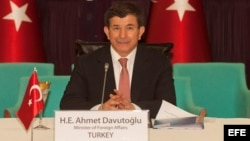 Fotografía de archivo del ministro turco de Exteriores, Ahmet Davutoglu. EFE/Tim Brakemeirer