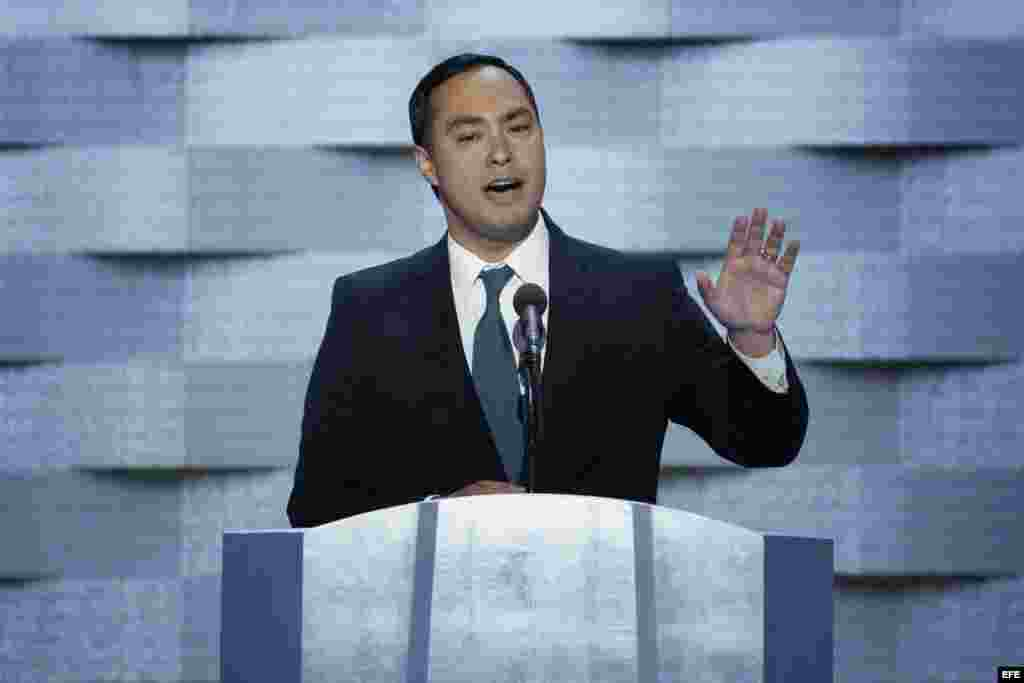 El representante por Texas Joaquin Castro en el último día de la Convención Nacional Demócrata (DNC)