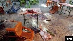Imagen facilitada por la agencia de noticias siria, SANA, que muestra los restos de sangre en la facultad de Arquitectura en Damasco tras el impacto de varios proyectiles de mortero.