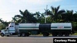 Un camión-cisterna de la estatal CUPET