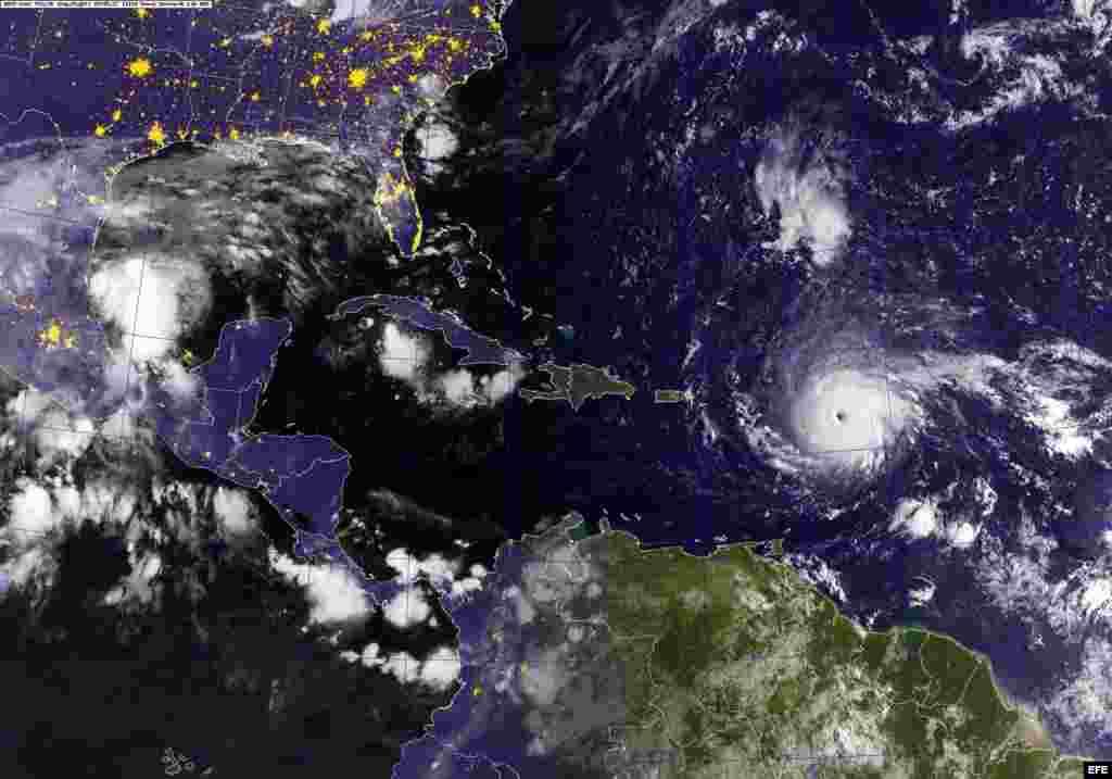 El4 de septiembre, Irma se convirtió en unhuracán categoría 5con vientos de 175mph(280km/h), es el huracán más fuerte del Atlántico desdeFélix,de latemporada de 2007.