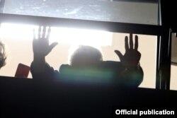 Seguidores de Lula en vigilia para protestar contra la prisión del expresidente acusado de corrupción.