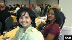 Karina Gálvez y Laritza Diversent, economista y jurista, respectivamente, participaron en 2013 en Miami en la conferencia de la Asociación de Estudios de la Economía Cubana