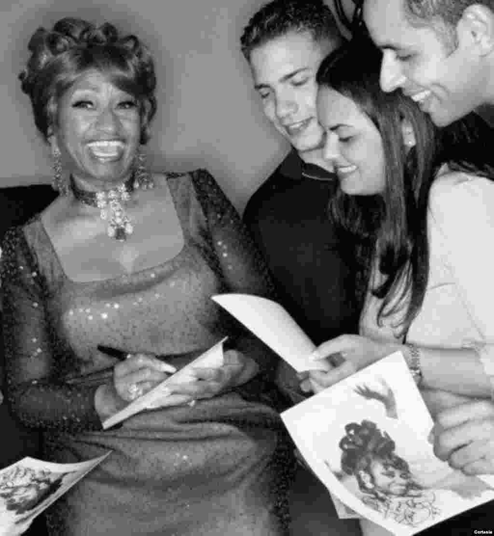 Úrsula Hilaria Celia de la Caridad Cruz Alfonso de la Santísima Trinidad mejor conocida por su nombre artístico Celia Cruz nació en el barrio de Santos Suárez, La Habana, Cuba, el 21 de octubre de 1925. Foto corte