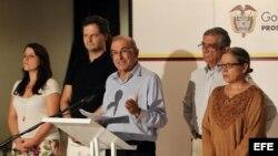 El ex vicepresidente de Colombia Humberto de La Calle (c), en La Habana (Cuba).