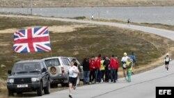 Carrera de maratón en Stanley Port.