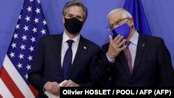 Secretario de Estado de EEUU Antony Blinken (izq.) y representante de la diplomacia europea Josep Borrell.