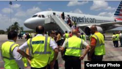 Inspectores de TSA en el aeropuerto Frank País de Holguín, Cuba.