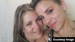 Jessica y su madre juntas en Cuba