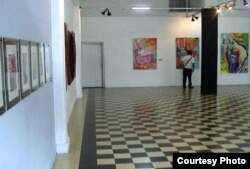Galería de Arte de Cienfuegos donde el autor vio la exposición primera de la escultura del rinoceronte de William Pérez.