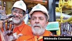 El ex mandatario brasileño Lula Da Silva (d) y el Presidente de la petrolera estatal Petrobras, Sergio Gabrielli.