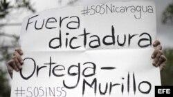 Miles de nicaragüenses se concentraron el domingo en el parque La Democracia, en el centro de San José.