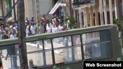 Damas de Blanco desfilan por las calles de Cuba foto @ivanlibre