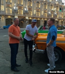 William Levy se pasea por La Habana.