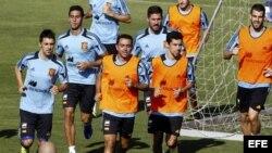 De izda. a dcha. Los jugadores de la selección española de fútbol David Villa, Álvaro Arbeloa, Xavi Hernández, Javi García, Jesús Navas y Álvaro Negredo.